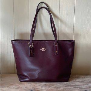 Coach Central Tote-Ox blood and gold